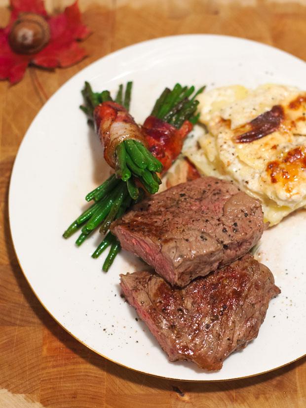 Roastbeef mit Gratin und Speckbohnen